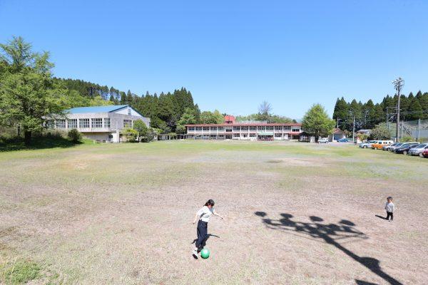 たからべ森の学校全景