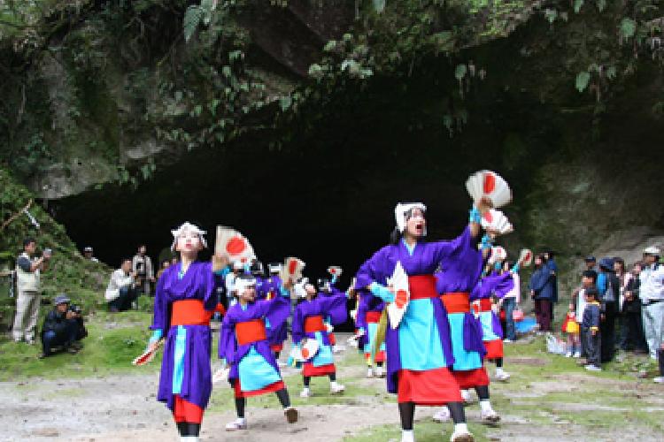 溝ノ口岩穴祭り