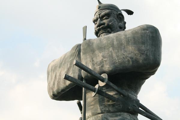 弥五郎どん銅像