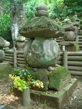柳井谷石塔群および阿弥陀三尊板碑